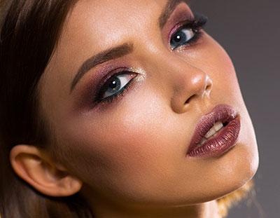 Maquillage soirée visage brun œils en amandes