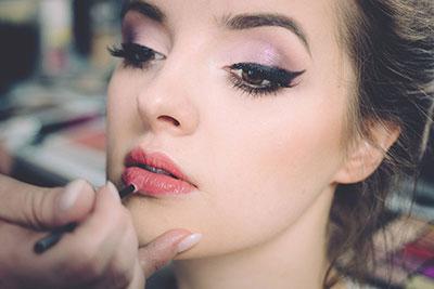 Maquillage soirée pour femme coquette.